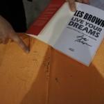 Ślad po rozdawaniu autografów :)
